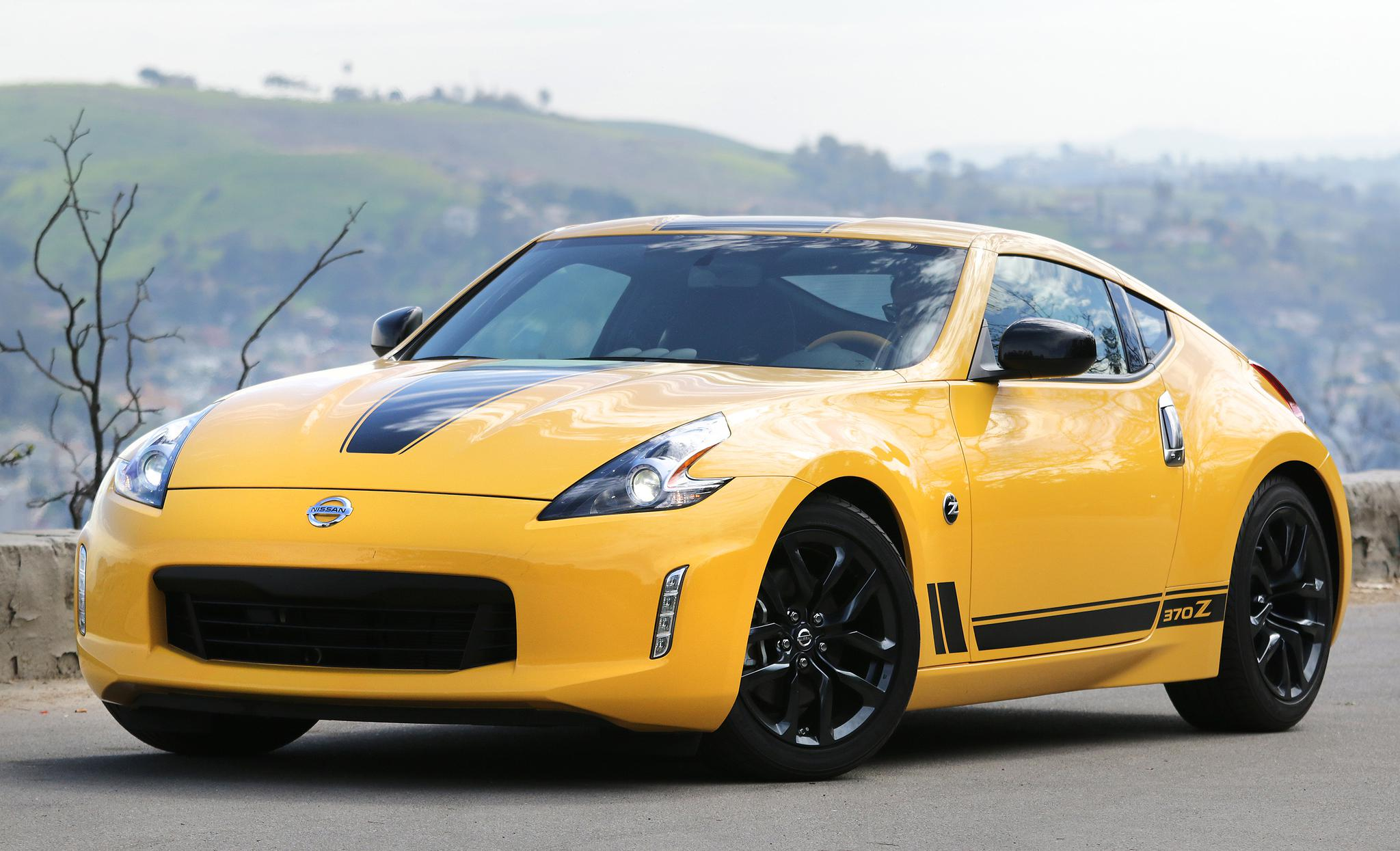 Auto Review: For Good Or Bad, Nissan\'s 370Z Clings To The Original ...