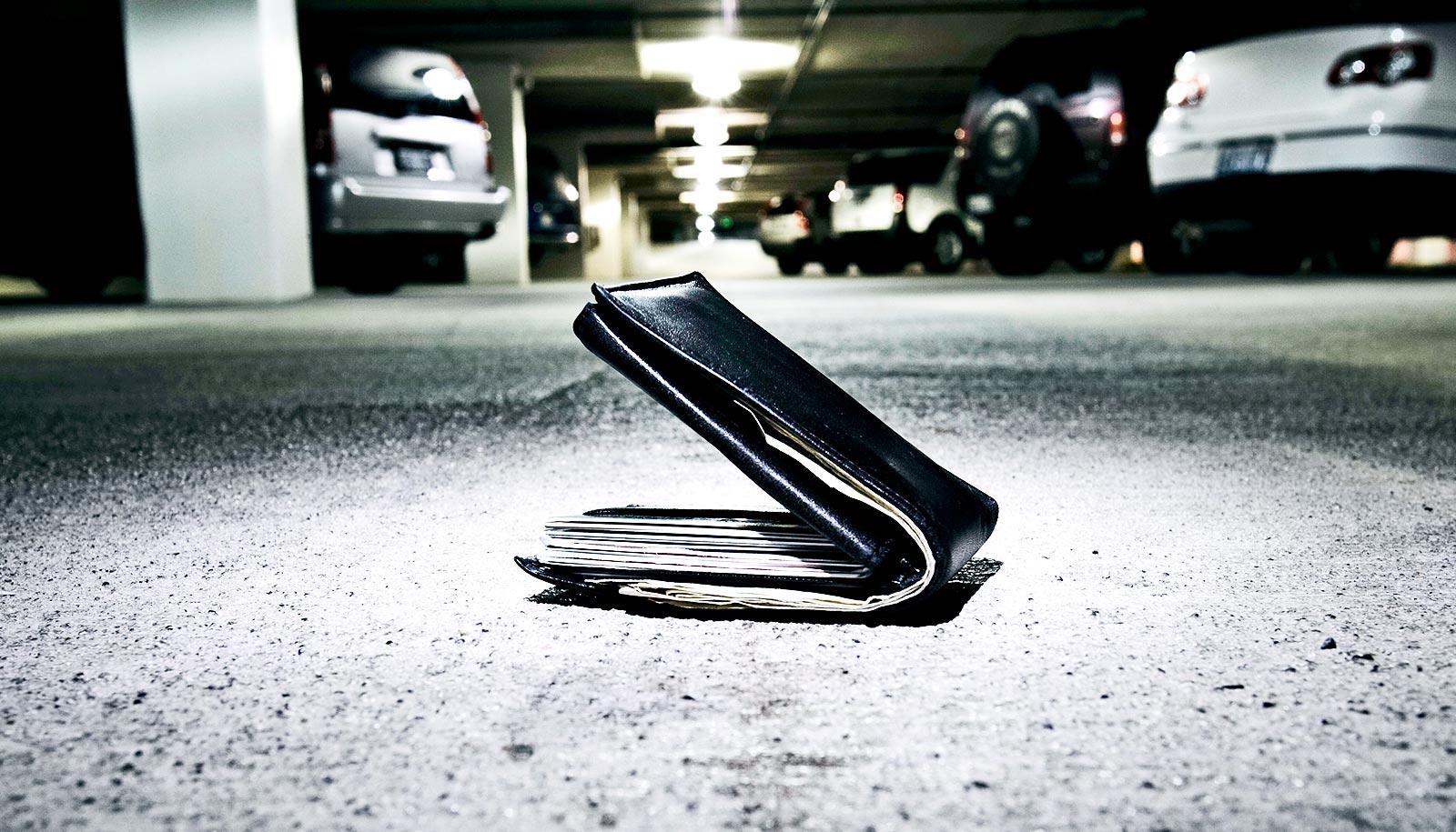 lost wallet in parking lot