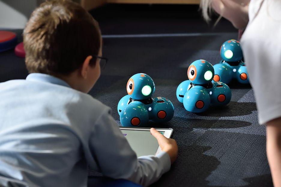 Fun and educational STEM robot kits for kids.