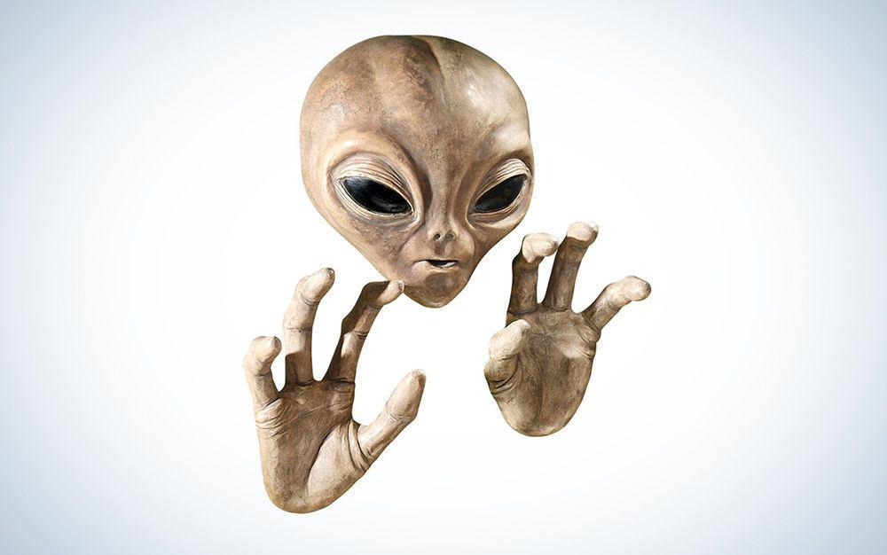 alien face and hands