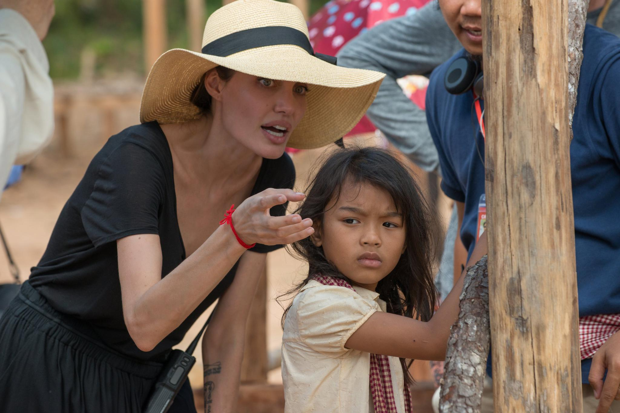 Angelina Jolie speaks with Srey Moch Sareum behind the scenes during production on the film.