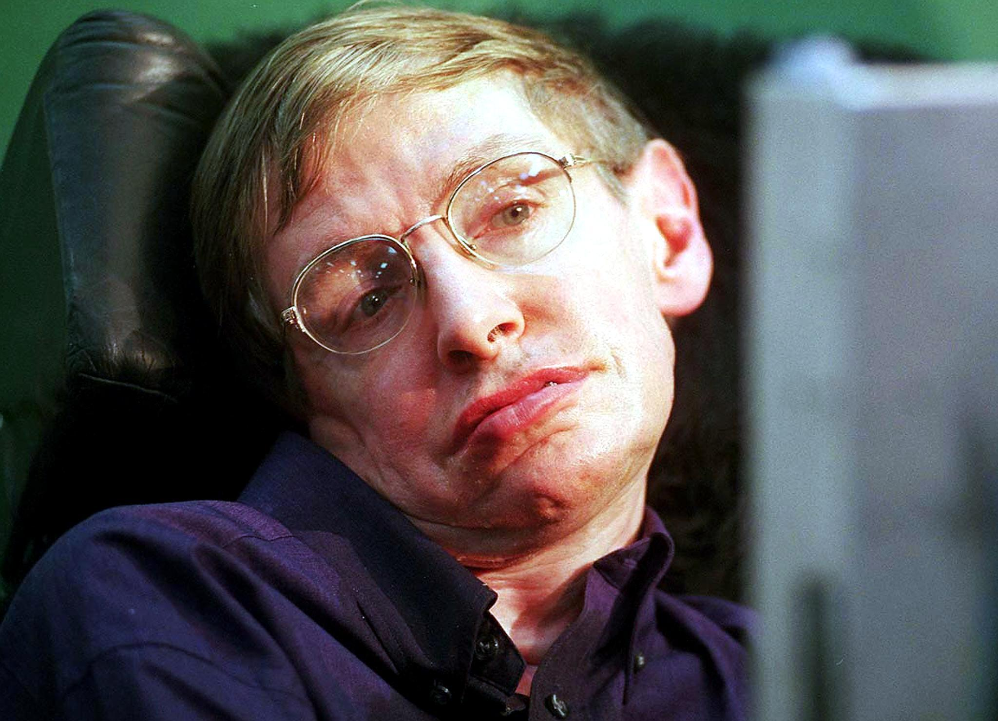 World-renowned physicist Stephen Hawking answers questions with the help of a voice synthesiser during a press conference at the Tata Institute of Fundamental Research (TIFR) in Bombay, 06 January 2001.
