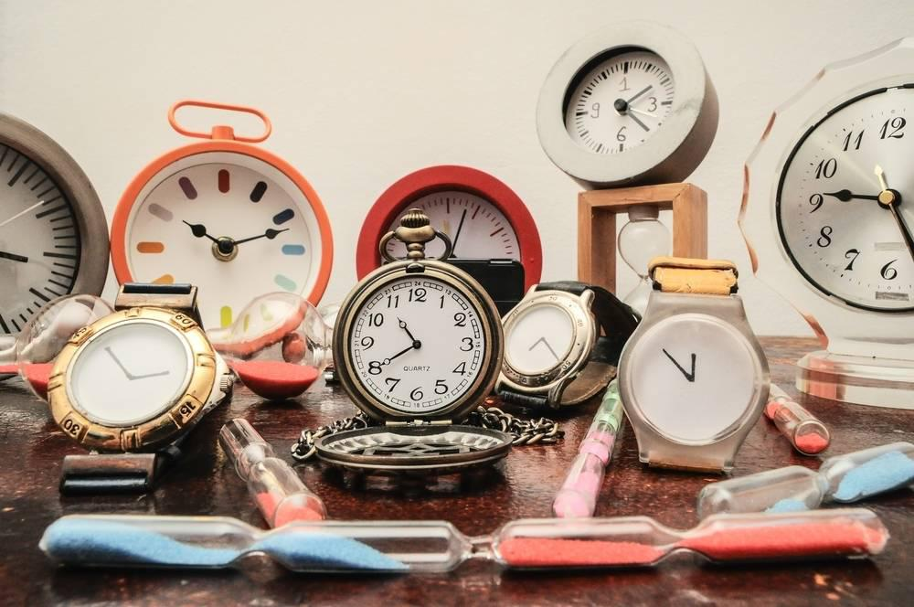 many kinds of clocks and watches