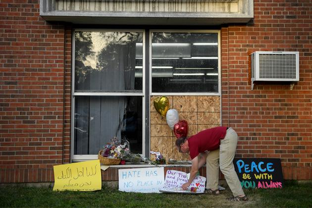 Signs of support are shown near the window that was damaged during an attack at the Dar Al-Farooq Islamic Center in Bloomington, Minnesota, on Aug. 5. (Aaron Lavinsky/Star Tribune via AP)