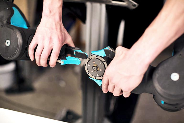 Blue's grippers holding a planetary gear set