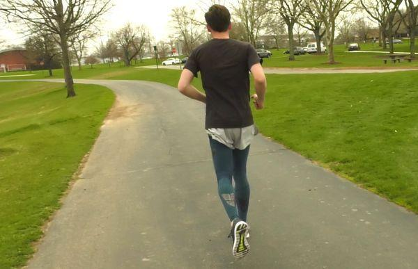 runner wearing compression tights