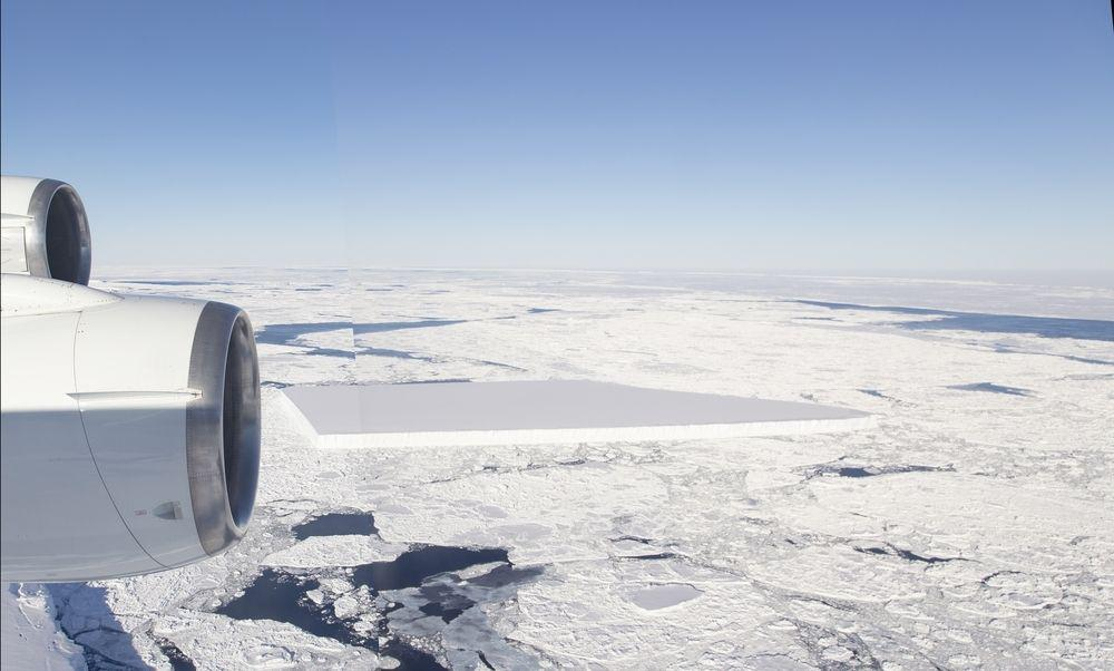 a plane flies over a rectangular iceberg