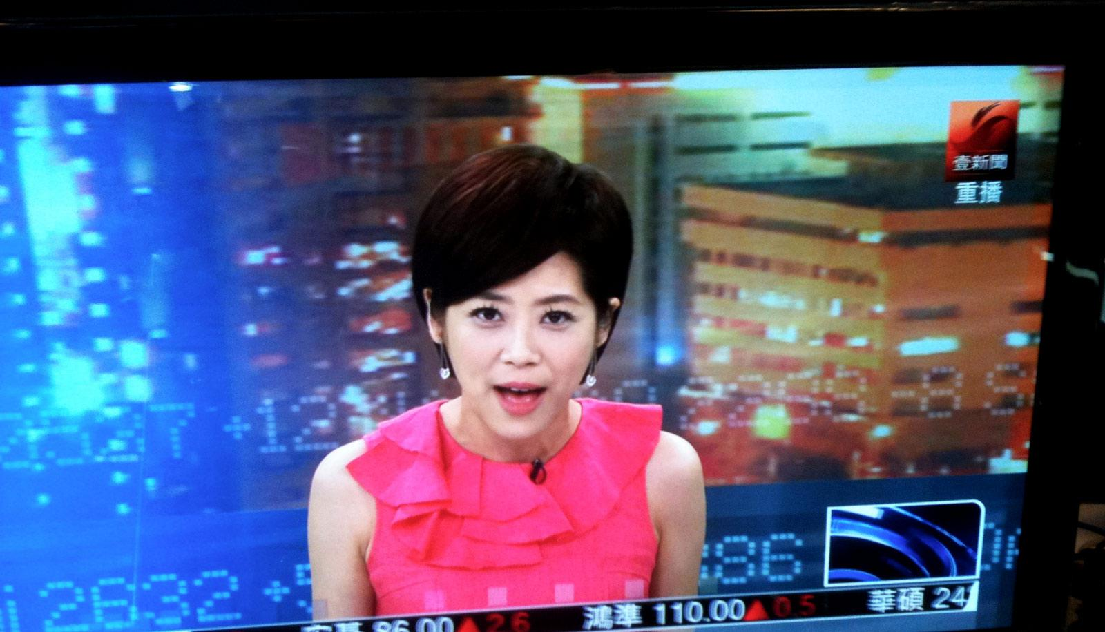 edit video - news anchor on screen
