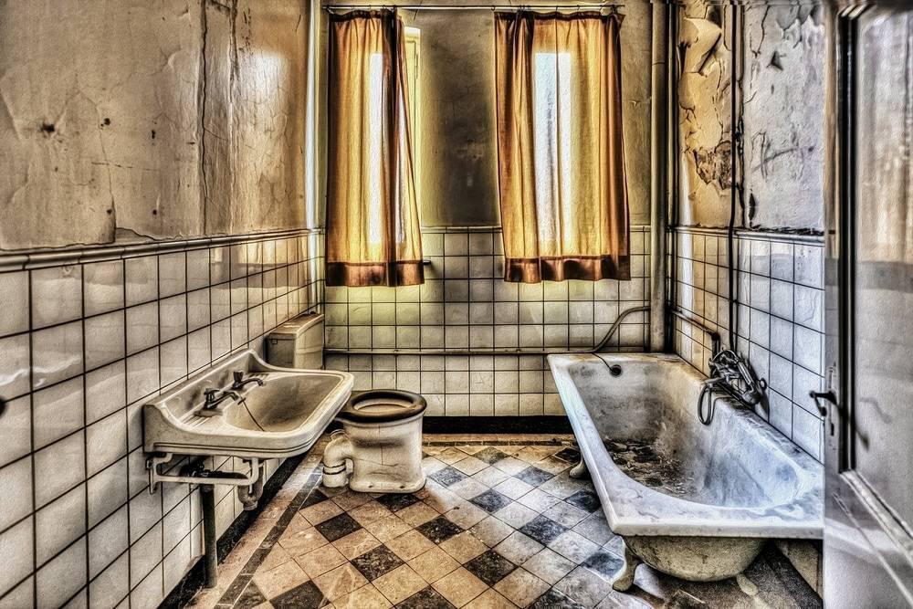 bathroom dirty gross