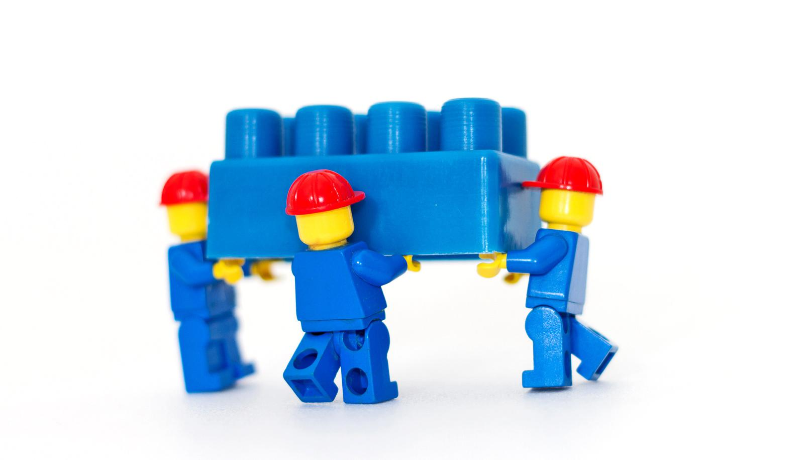 lego minifig movers carry blue block