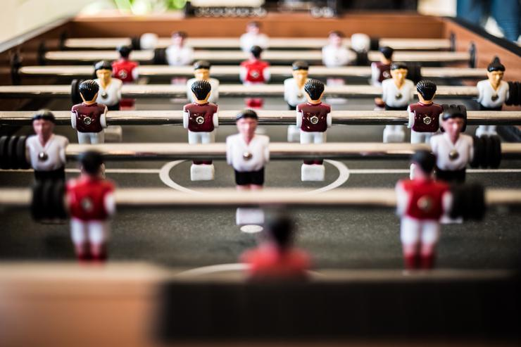 Defensive attitude, understanding; photograph of fusball players by Pascal Swier