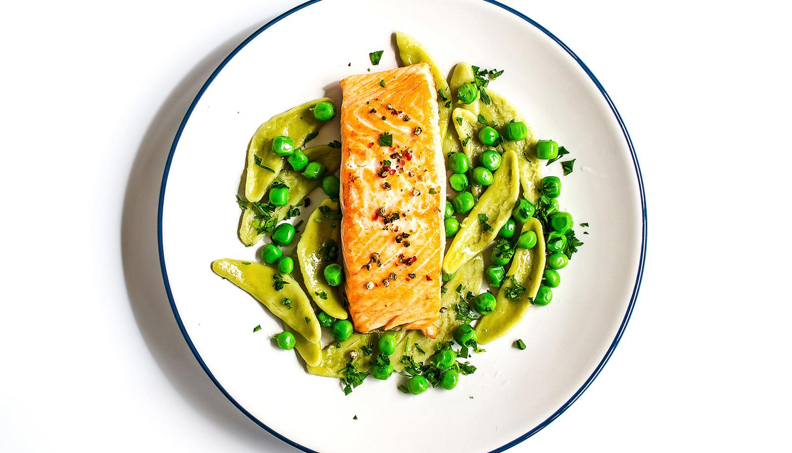 fish on plate with pasta and peas
