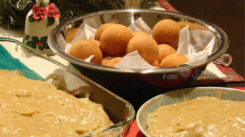 Colombian buñuelos. Picture taken by Christina Valencia, shared on Flickr under Creative Commons license.