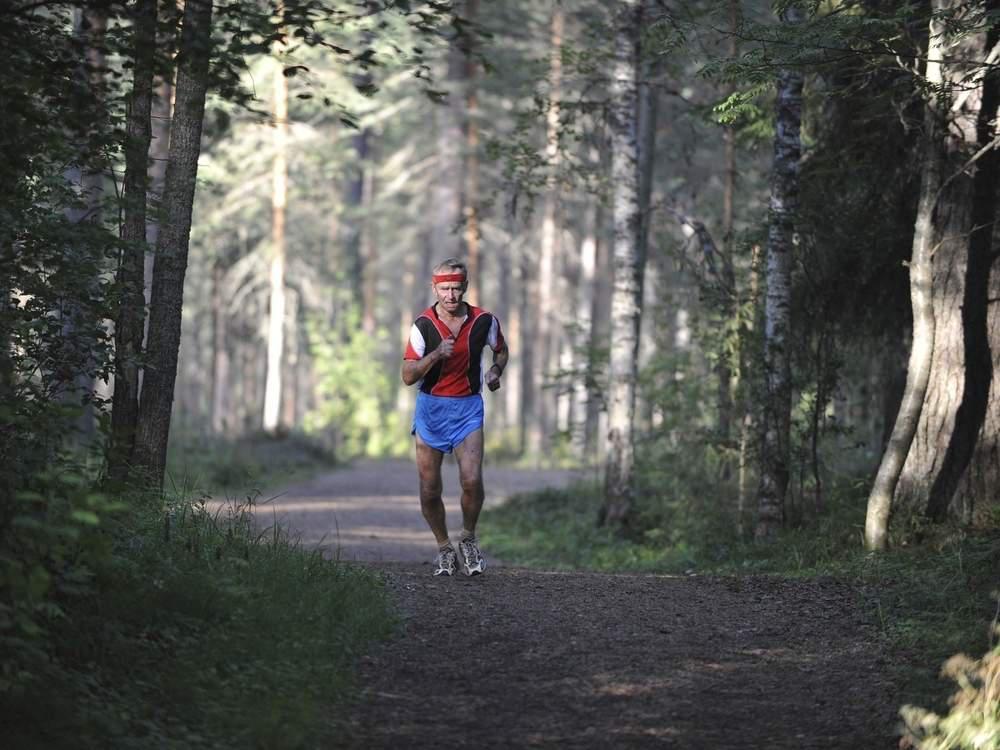 older runner running