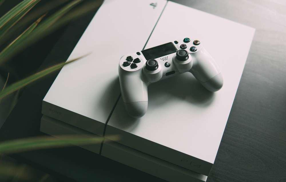 all-white PS4
