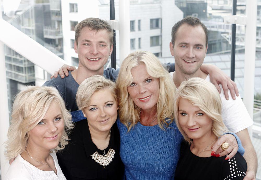 Inger Ellen Nicolaisen with five of her kids