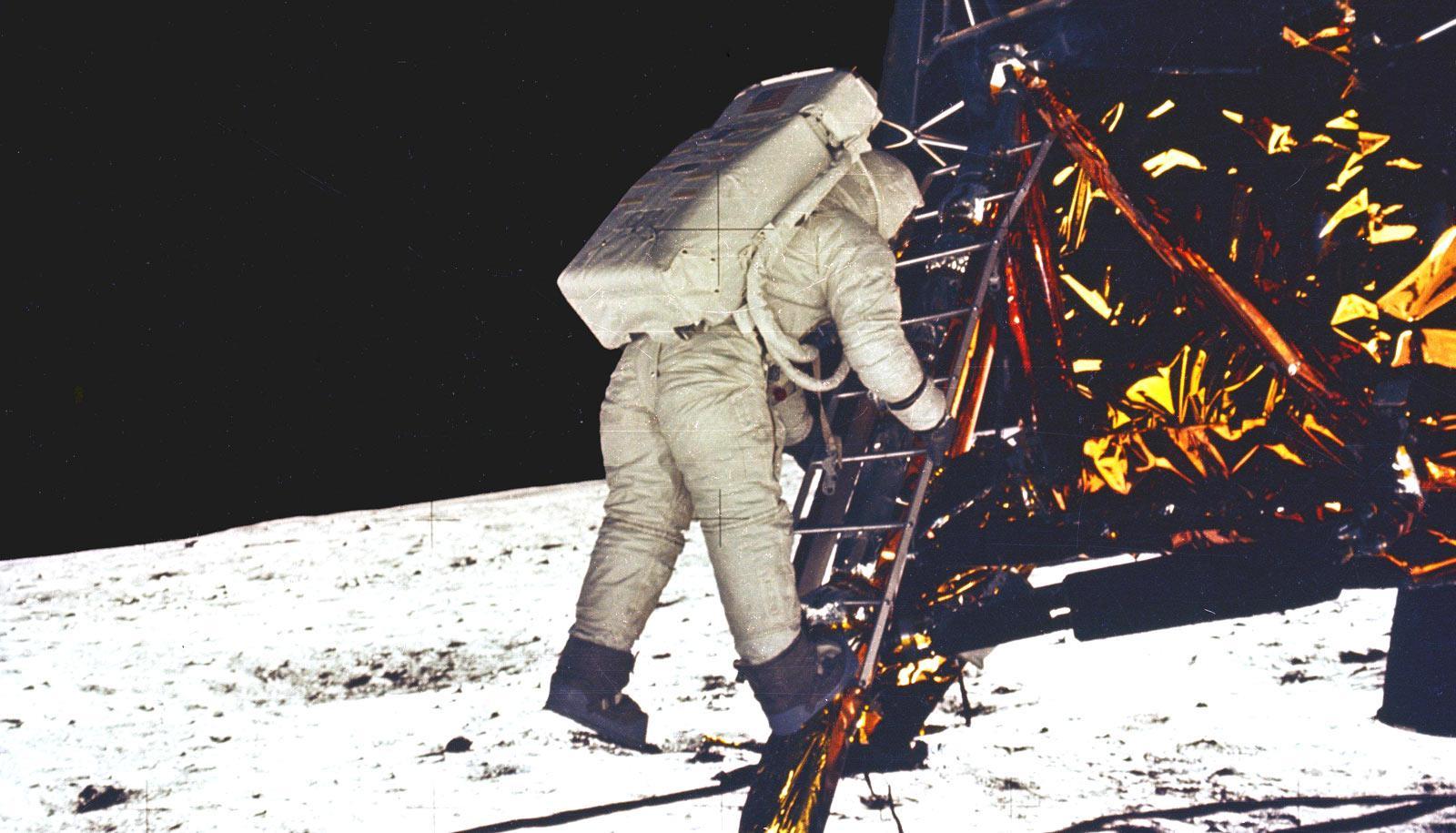 lunar samples - Buzz Aldrin steps onto moon