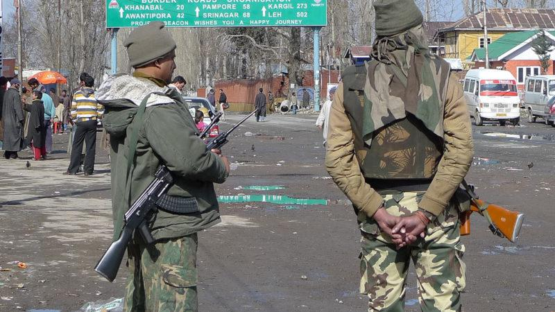 Indian Army on duty in Jammu and Kashmir. Image from Flickr by Kris Liao. CC BY-NC-ND 2.0